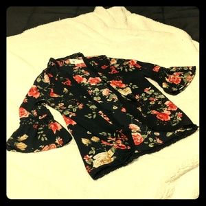🆕 Listing NWT Woven Floral Kimono W/Bell Sleeves